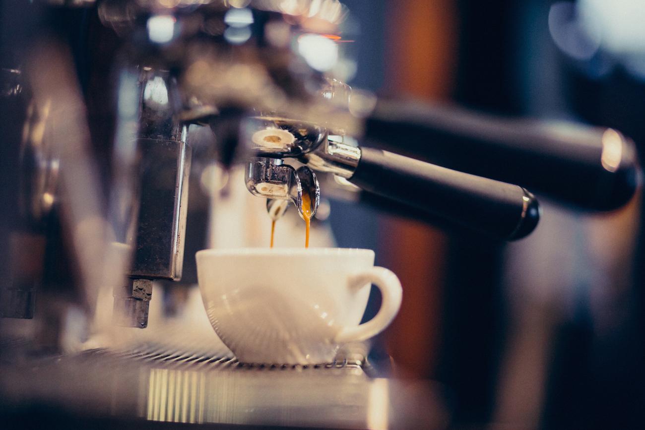 Monitoreo de máquinas de café con inteligencia artificial y nuestro sistema de aprendizaje automático