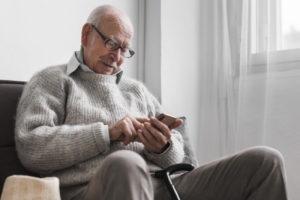 monitorear a personas mayores IoT